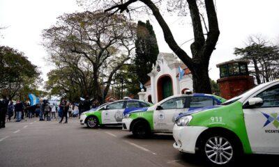 Patrulleros de la bonaerense sobre el frente de la Quinta de Olivos - Foto: Franco Fafasuli